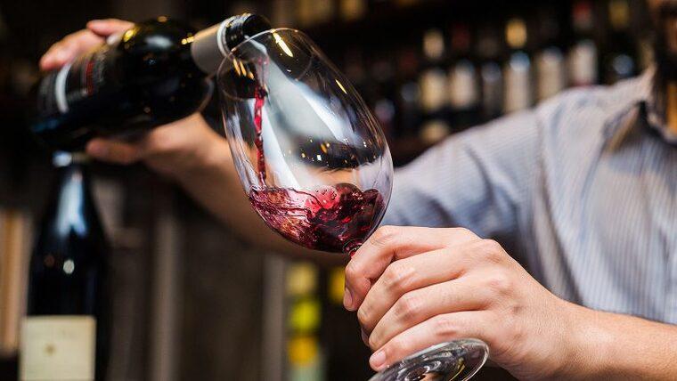 beneficios del vino tinto hombre