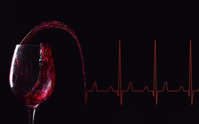 beneficios del vino tinto latidos