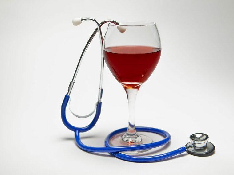 beneficios del vino tinto medicina