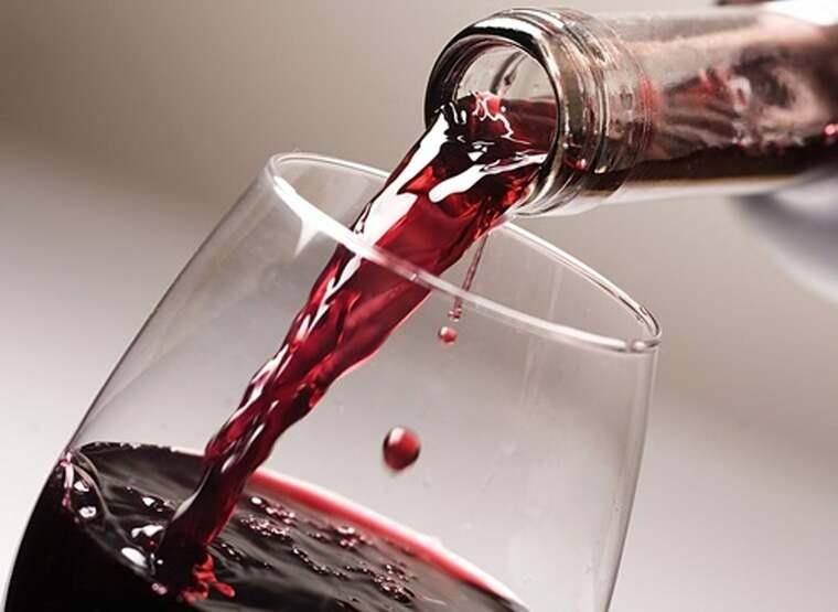 beneficios del vino tinto servir