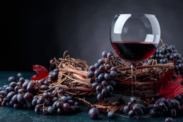 beneficios del vino tinto uva