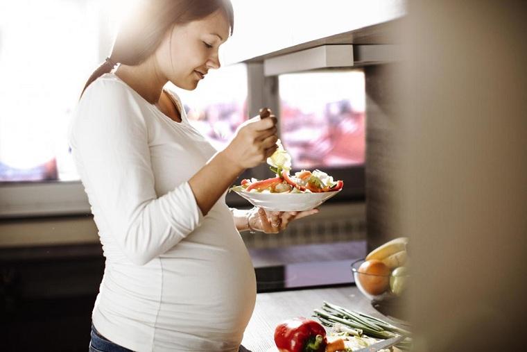 Dieta para embarazadas comer-verdura-ensaladas