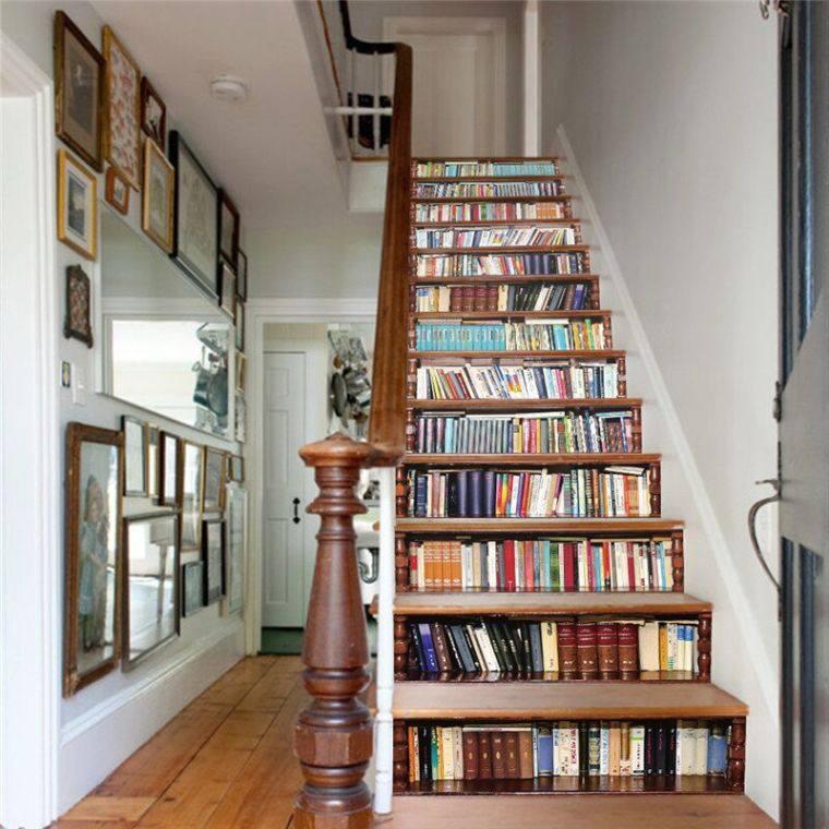 biblioteca en casa escalones