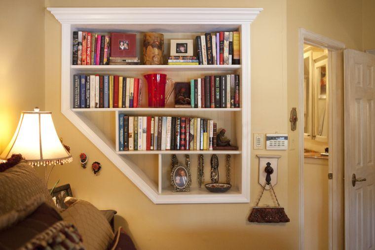 biblioteca en casa estante