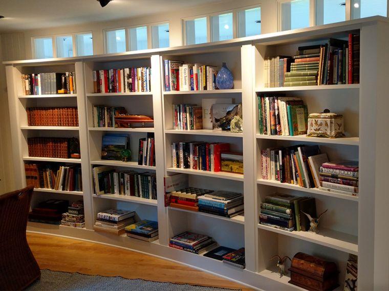 biblioteca en casa ovalada