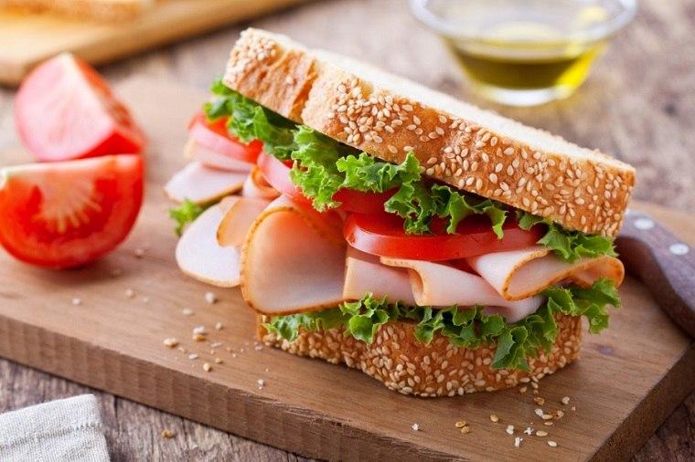 desayunos-rapidos-y-saludables-comer-bocadillo