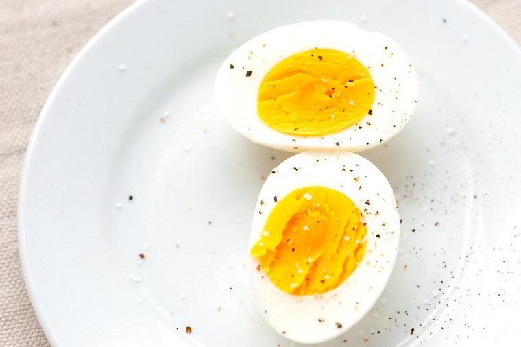 desayunos-rapidos-y-saludables-comer-huevos