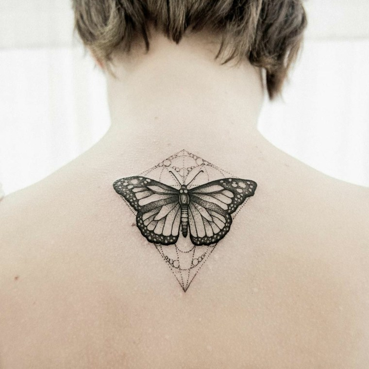 imagenes-tatuajes-mariposa-mujer-espalda