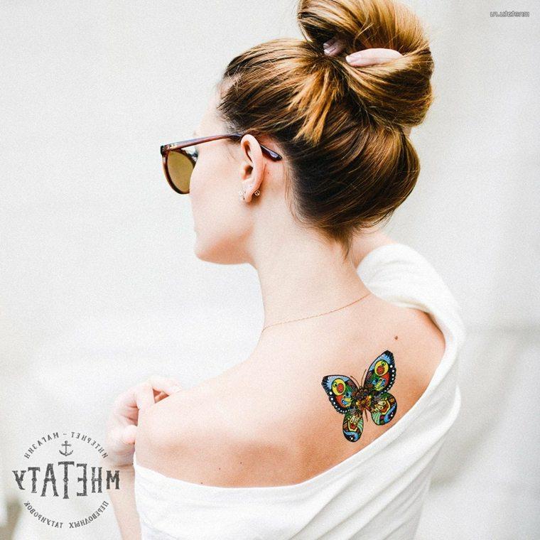 mujer-tattoo-colores-espalda-mriposa