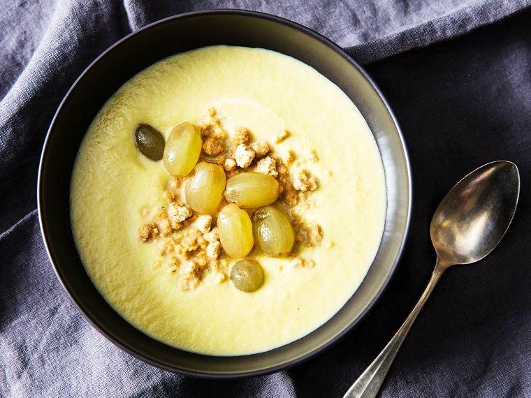 sopa-de-apio-receta-uvas-escabeche-mani