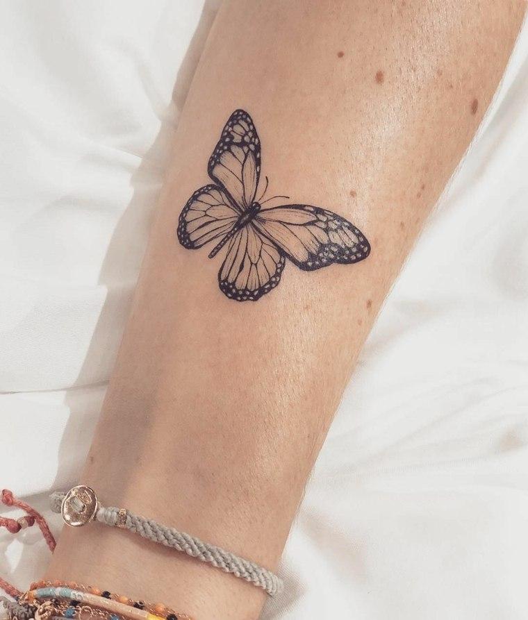 tatuaje-mano-mujer-mariposa