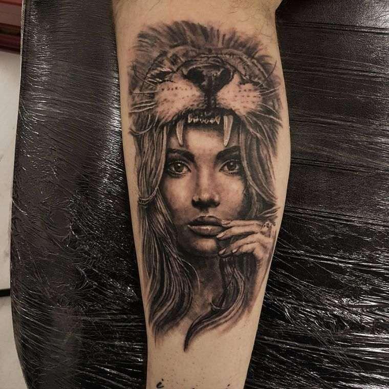 tatuajes de leones mujer
