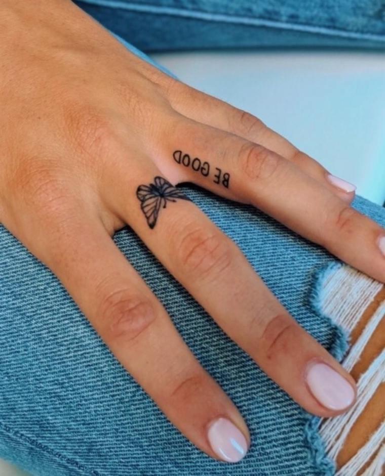 tatuajes de mariposas-dedo-mano-mujer