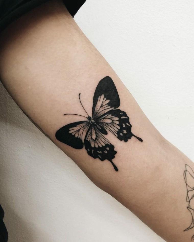 tatuajes-de-mariposas-diseno-negro-estilo