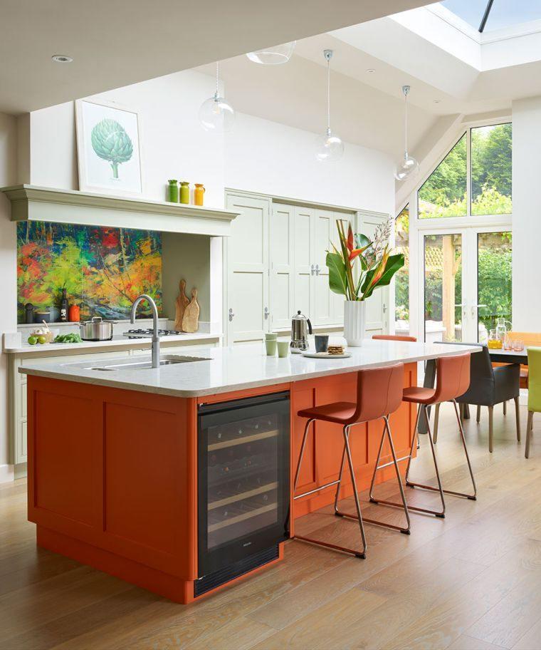 tendencias-2020-cocinas-modernas-isla-naranja