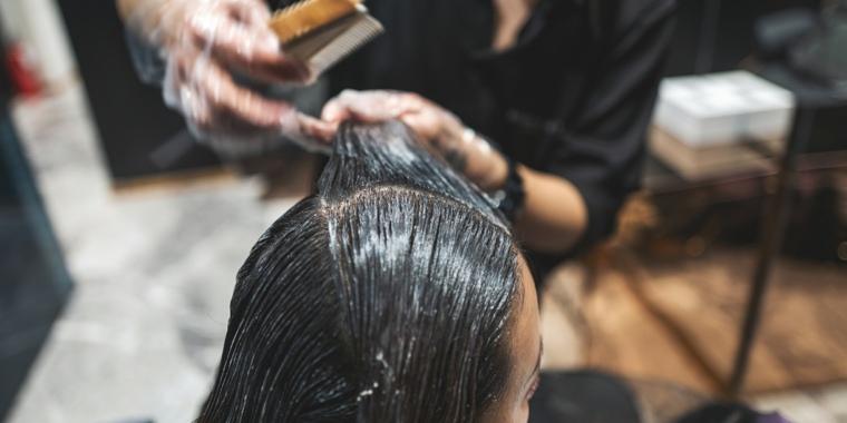relación entre el tinte para el cabello y el cáncer de mama
