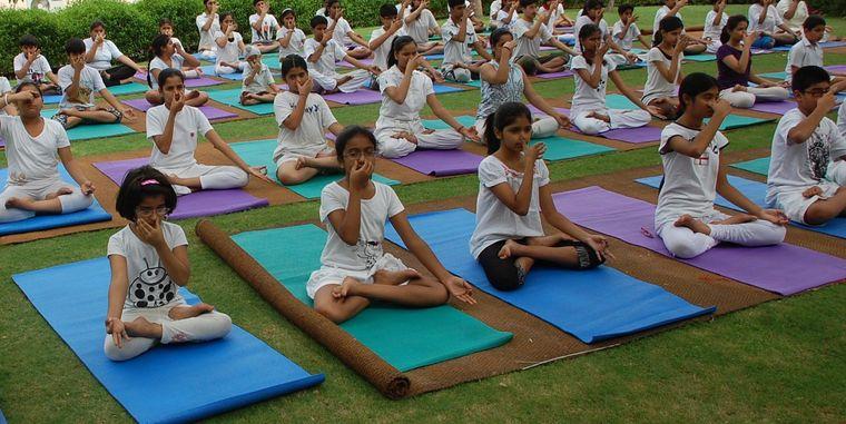 yoga para niños aire
