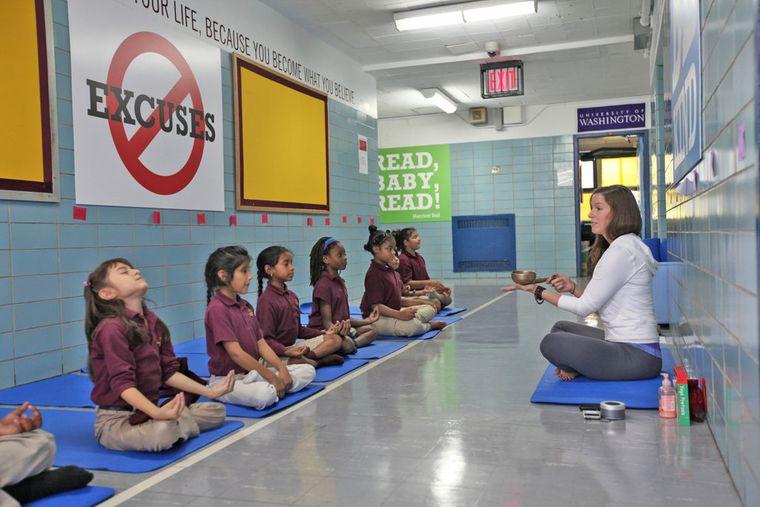 yoga para niños escuela