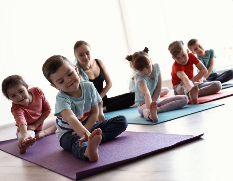 yoga para niños estiramiento