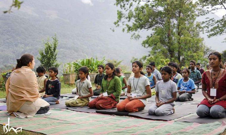 yoga para niños naturaleza