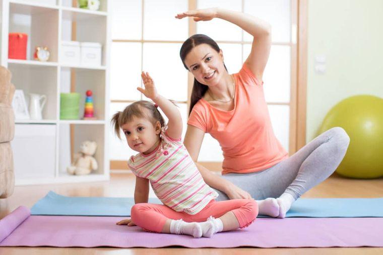 yoga para niños pequeña
