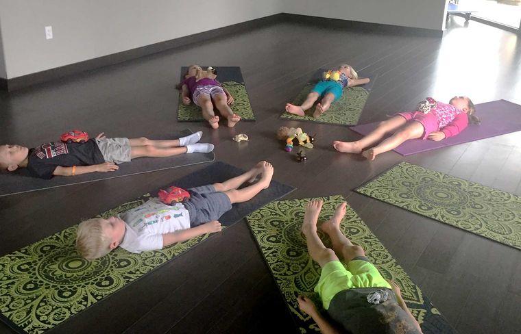 yoga para niños relajacion