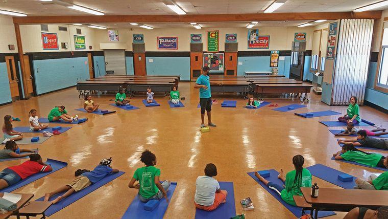 yoga para niños salon