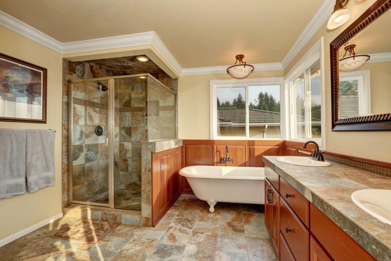baños modernos espacioso