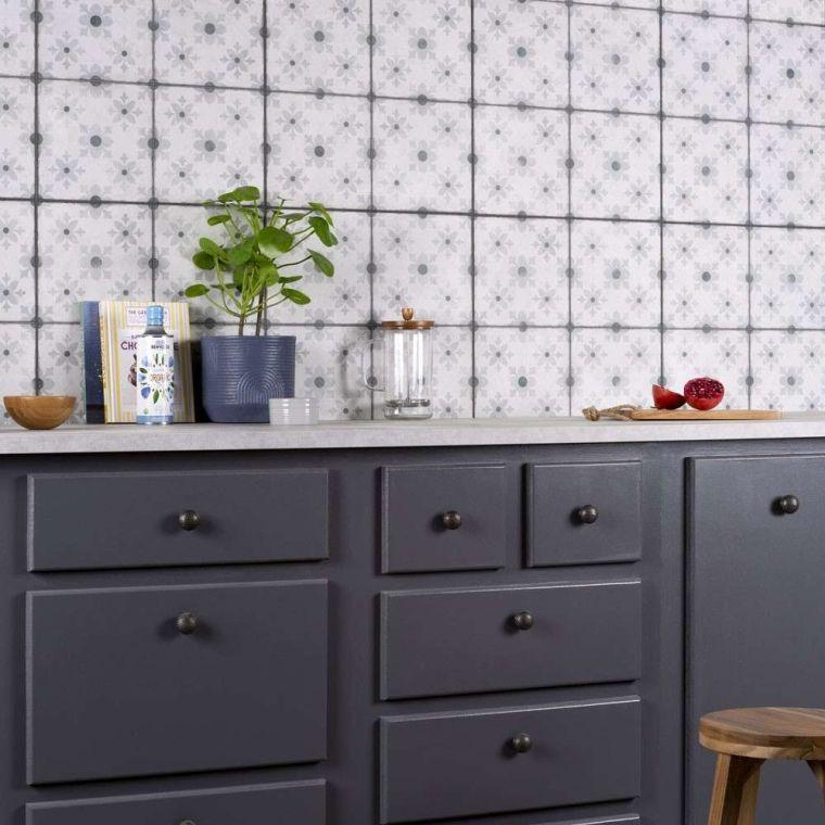 """telhas do armário preto clássico """"width ="""" 760 """"height ="""" 760 """"srcset ="""" https://casaydiseno.com/wp-content/uploads/2020/02/baldosas-clasicas-gabinete-negros .jpg 760w, https://casaydiseno.com/wp-content/uploads/2020/02/baldosas-clasicas-gabinete-negros-150x150.jpg 150w """"tamanhos ="""" (largura máxima: 760px) 100vw, 760px """"/ > <img data-count="""