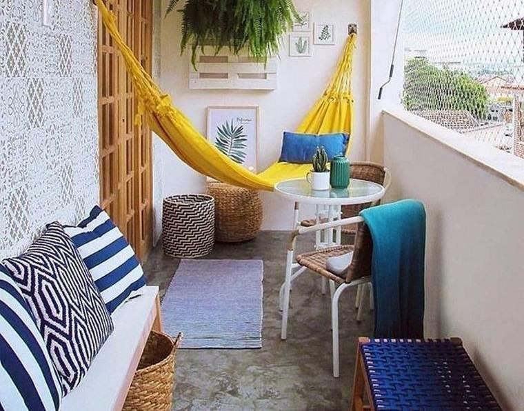 decorar balcón pequeño hamacas