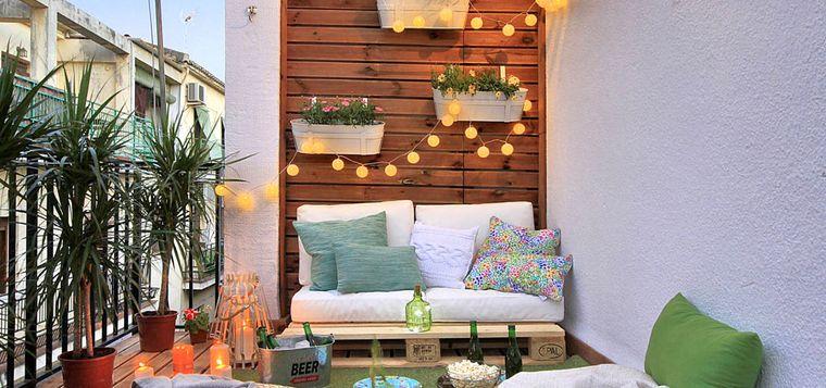 decorar balcón pequeño iluminacion