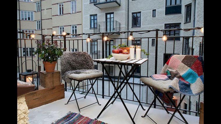 decorar balcón pequeño mantas