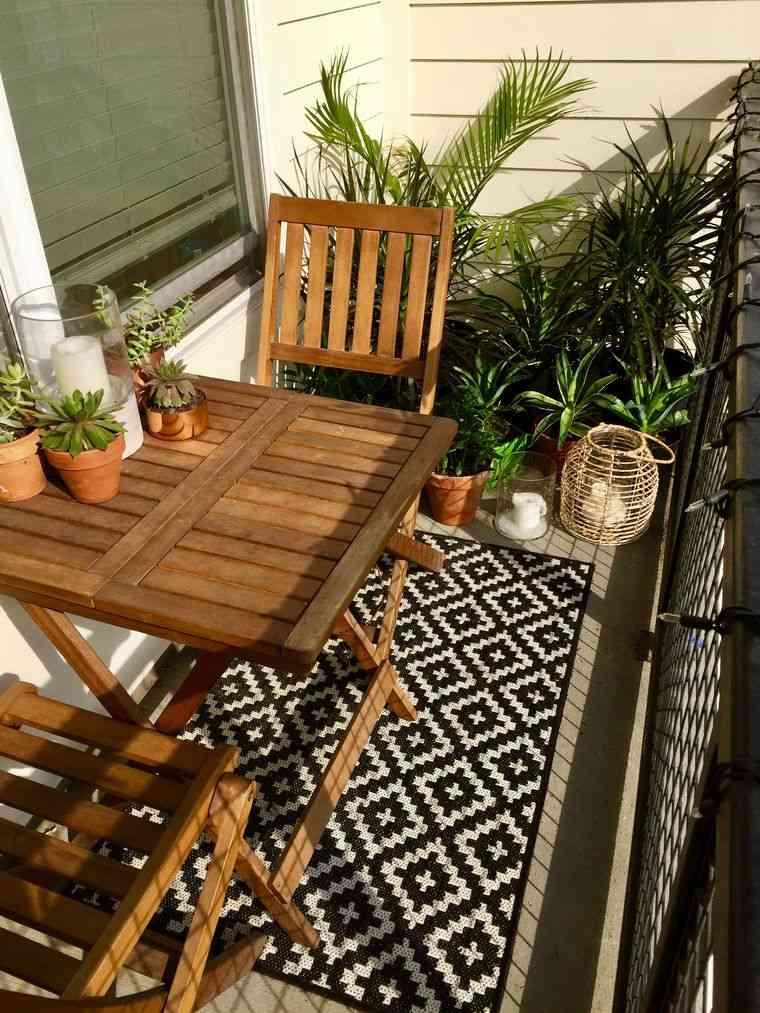 decorar balcón pequeño mesa sillas