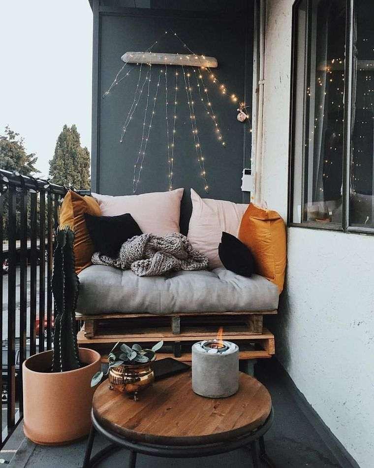 decorar balcón pequeño paletas