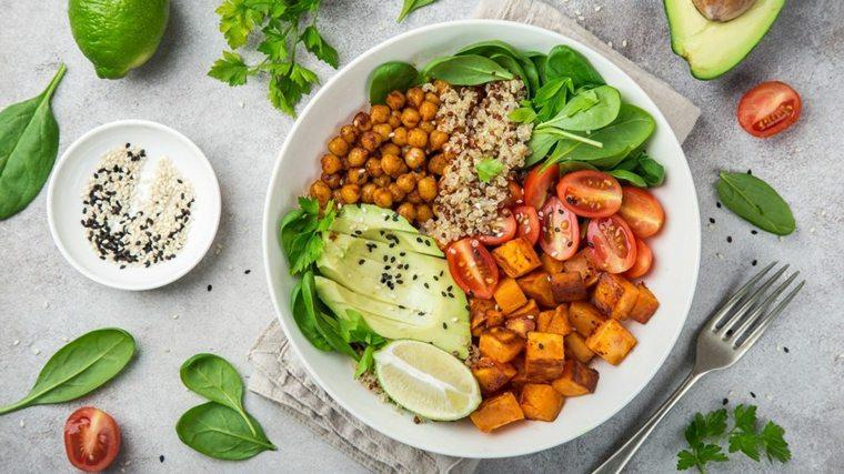Alimentos para comer en una dieta basada en plantas de alimentos integrales