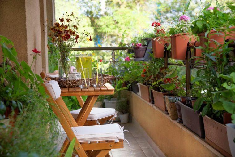 flores-macetas-balcon-pequeno-ideas