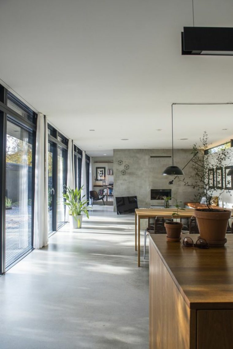 interior con suelo de concreto