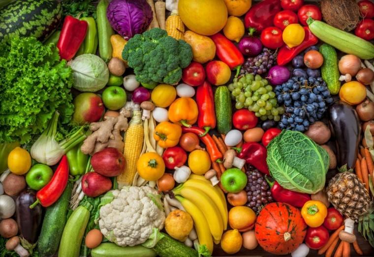 Una lista de compras de alimentos integrales a base de plantas