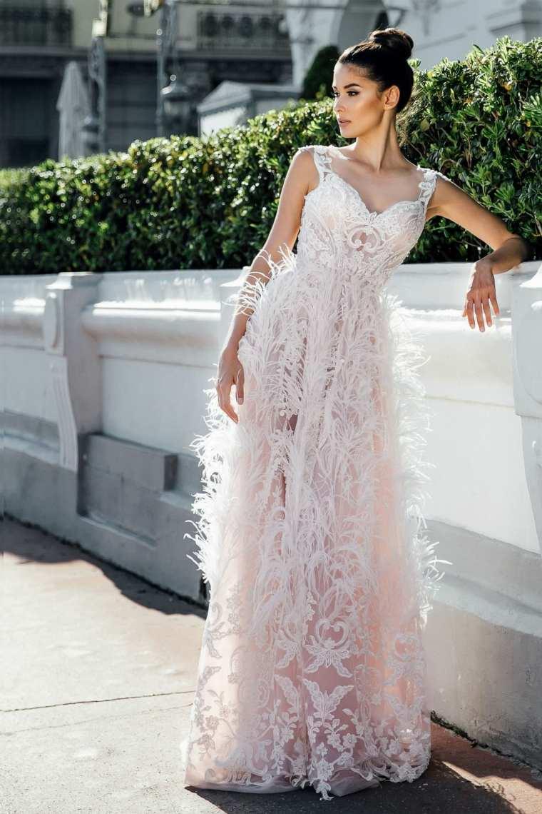 boda-vestidos-novia-diseno-plumas