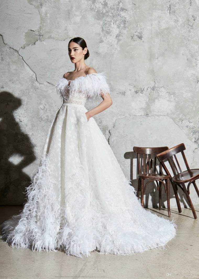 boda-vestidos-novia-plumas