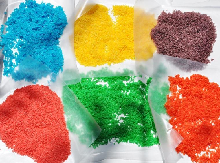 como-entretener-a-los-ninos-en-casa-arroz-colores-idea