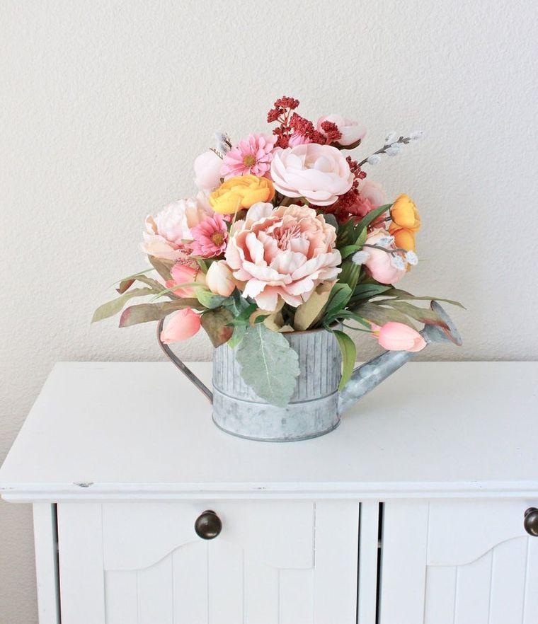 decoración primavera regadera planta