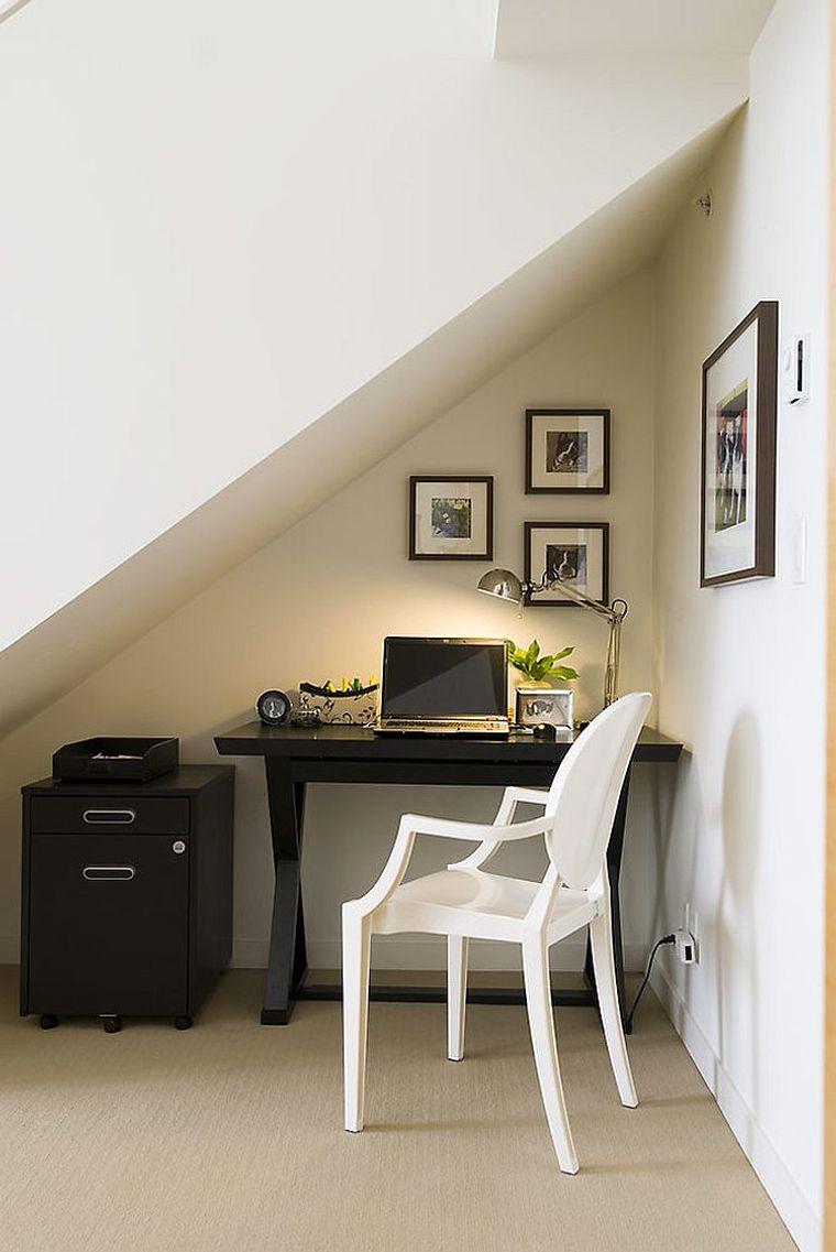 Estación de trabajo –  Ideas y consejos para crear una oficina en casa durante el aislamiento
