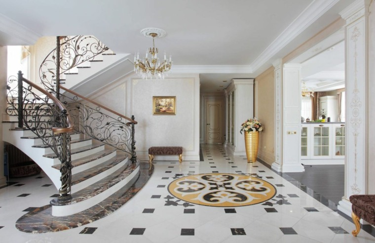 Interior lujoso con escaleras de mármol