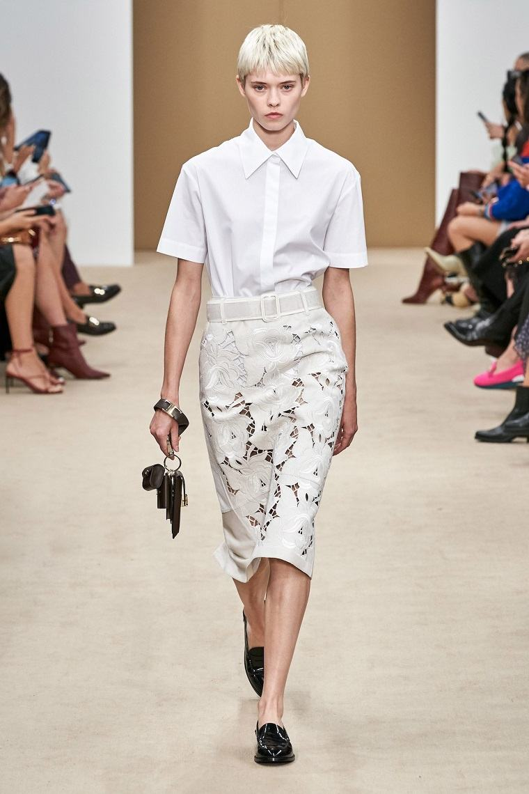 faldas-de-moda-2020-cuero-blanco