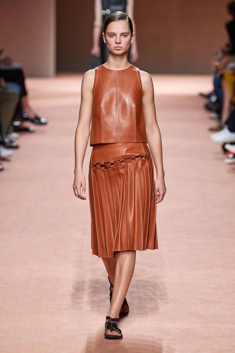 faldas-de-moda-2020-cuero-plise