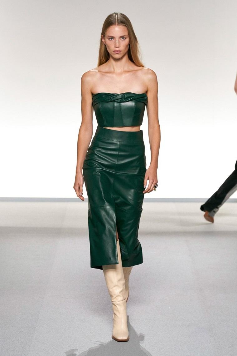 faldas-de-moda-2020-cuero-verde