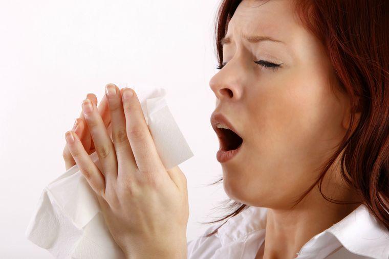 máscara protectora estornudo
