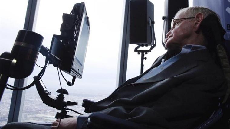 Stephen-Hawking-familia-dona-ventilador
