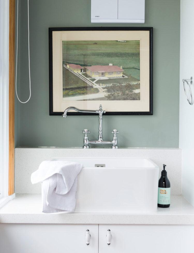 color verde-diseno-interior-bano-lavabo